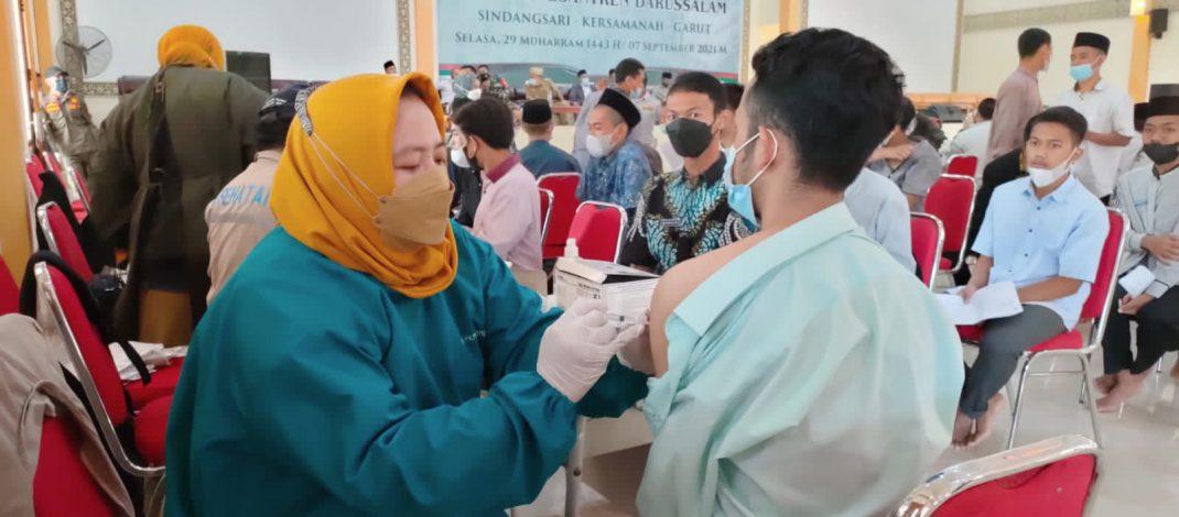Vaksinasi Tiga Juta Santri JABAR