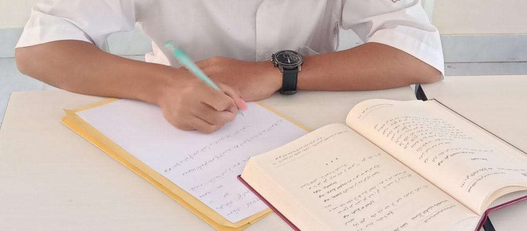 Cetak Generasi Intelek, Santri Kelas 6 TMI Dilatih Membuat Karya Tulis Arab-Inggris